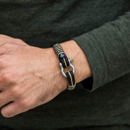Морской чёрный браслет с бежевыми нитями — № 4070