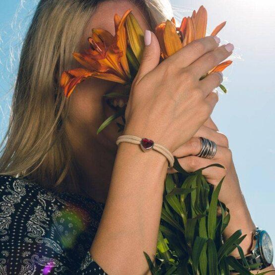 Браслет бежевого цвета с красным камнем сваровски для женщин — № 7107 фото 7