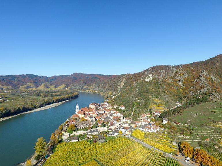 upper rhine valley 1030910 1280 - 10 винных регионов в Европе, чтобы исследовать на яхте