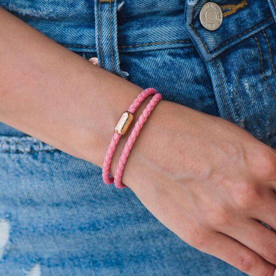 Двойной кожаный браслет для женщин розового цвета с магнитом № 10040 фото 5