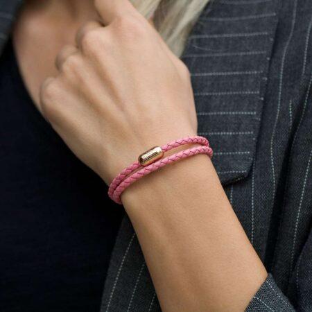 Двойной кожаный браслет для женщин розового цвета с магнитом № 10040 фото 6
