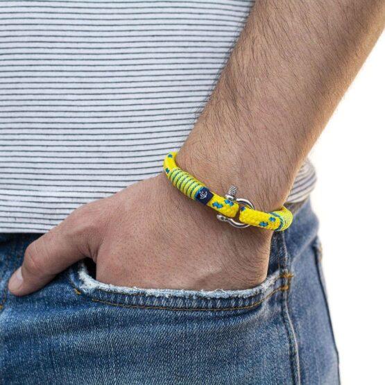 Тонкий жёлтый браслет с синим акцентом для женщин — № 878