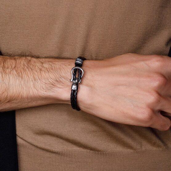 Кожаный браслет чёрного цвета с серебристым крючком — № 10093