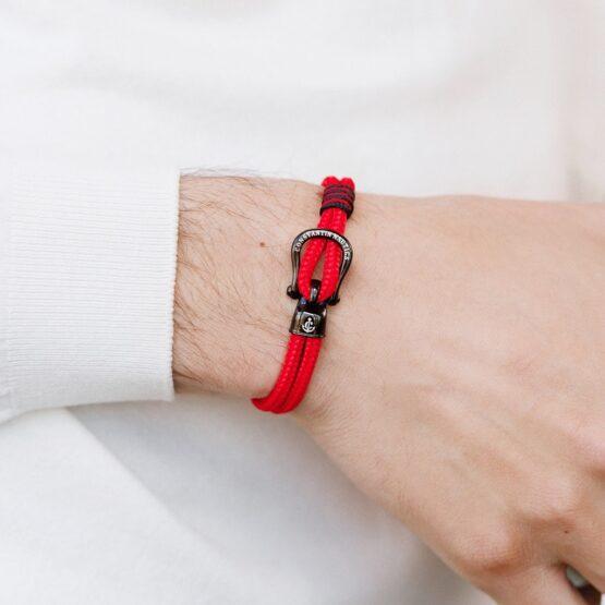 Браслет красного цвета с чёрным крючком — № 2101