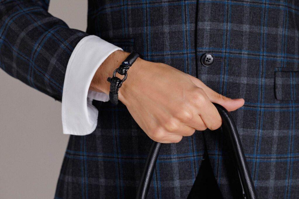 Мужской браслет – как его носить? Какой выбрать?