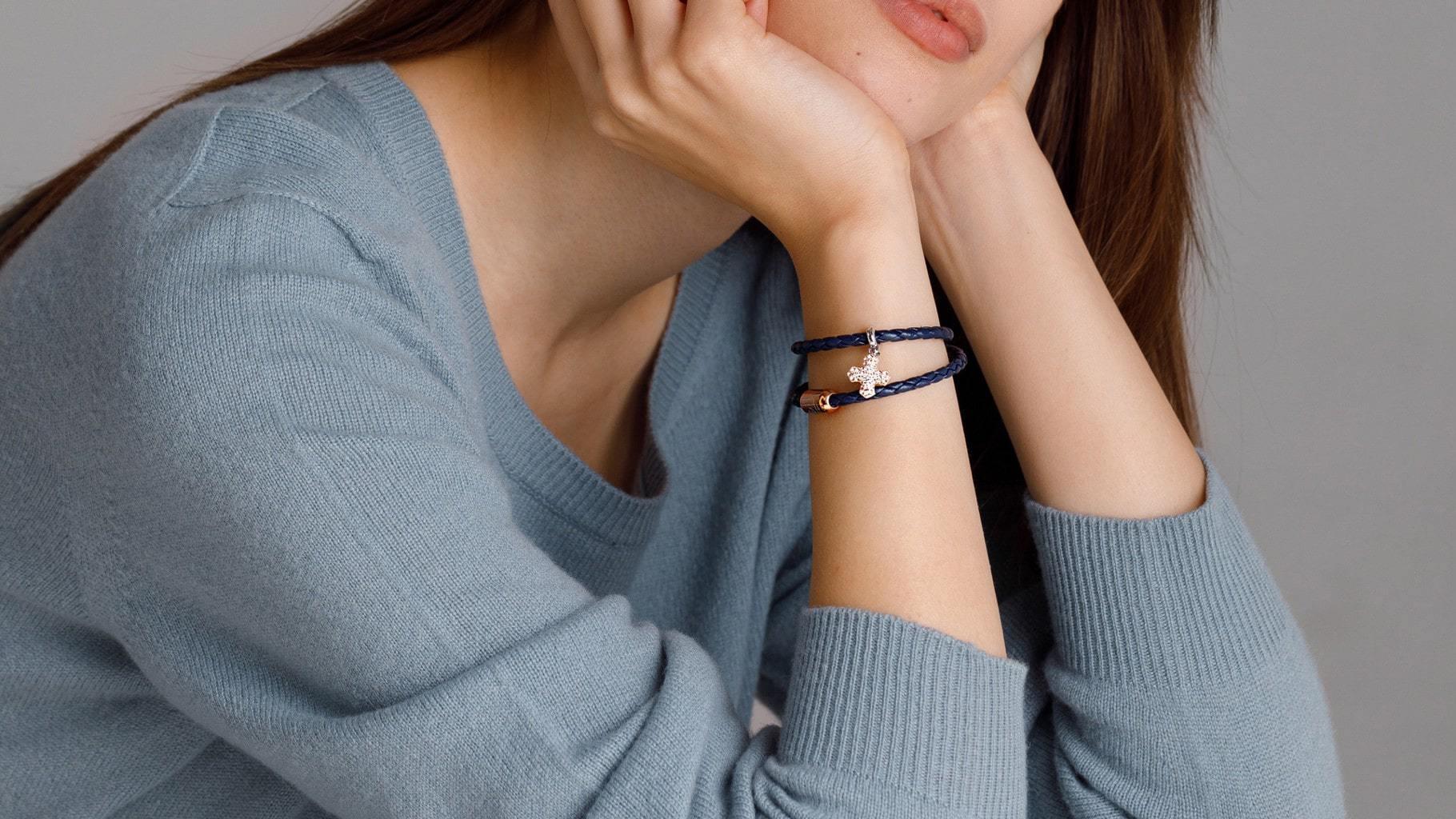 Правила стиля: c чем сочетать кожаные браслеты