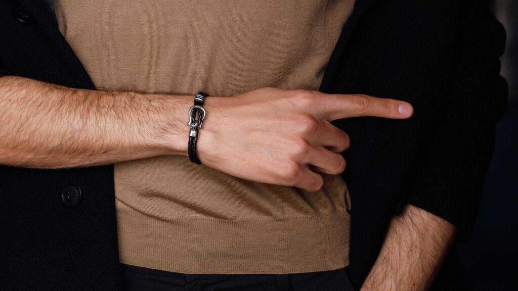 Как носить кожаные браслеты мужские