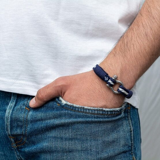 Синий браслет с белым акцентом по центру для мужчин и женщин — № 4010