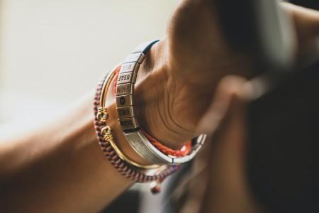 На долгую память: браслеты с гравировкой